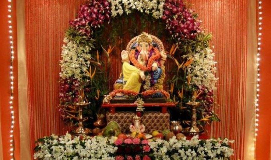 Ganpati decoration with fresh flower ganesh chaturthi for Artificial flowers decoration for ganpati